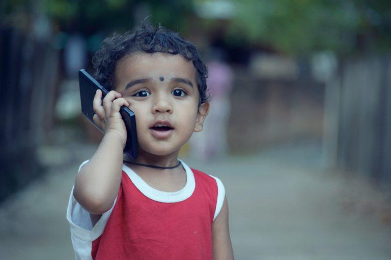 Dzieciństwo w ekranie smartfona i tabletu