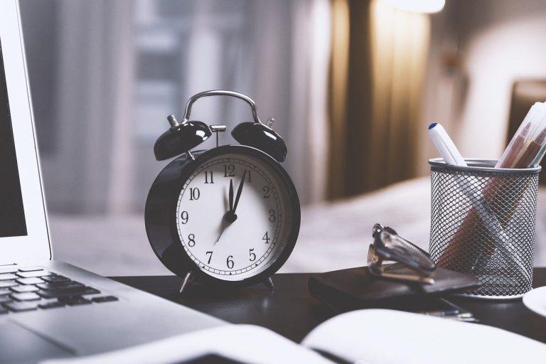 Dlaczego nie lubimy spóźnialstwa i spędzania czasu w telefonie?