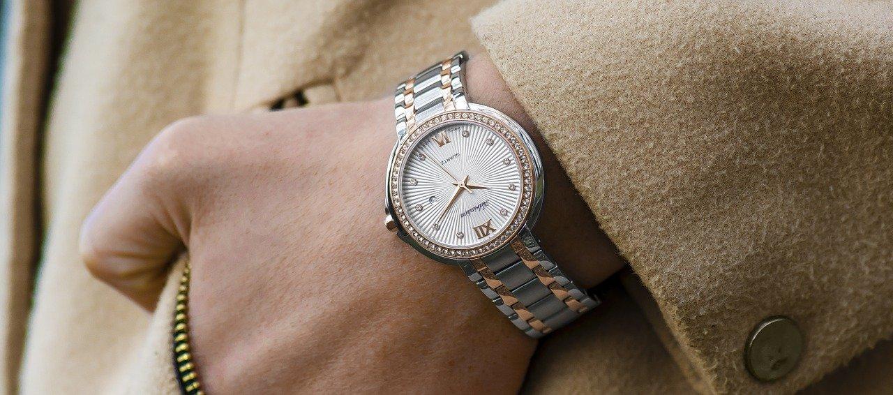 Najnowszy zimowy trend – zegarki w metalicznej srebrnej oprawie