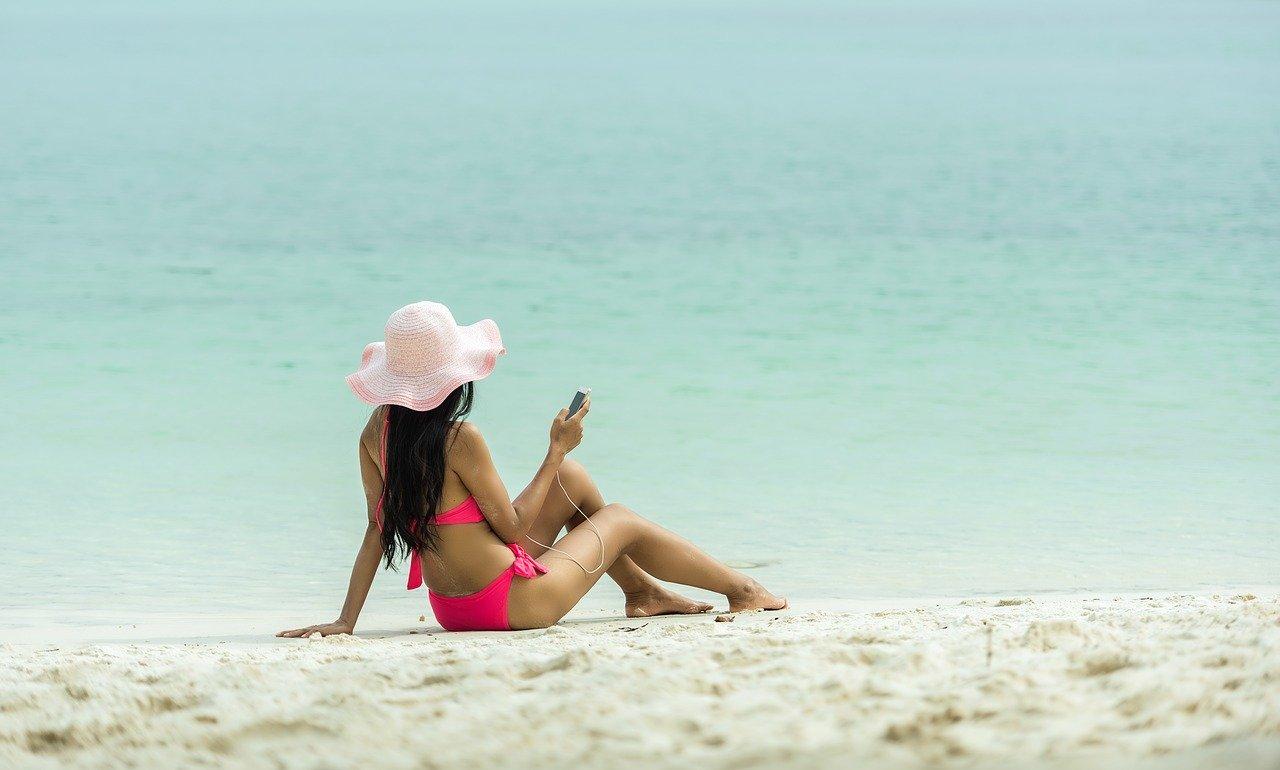 Słoneczna kąpiel – o czym musisz pamiętać podczas opalania ciała?